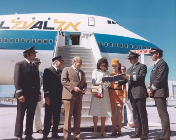 https://i2.wp.com/www.israelairlinemuseum.org/wp-content/uploads/2017/01/4X-AXA-Delivery-Ceremony-at-Boeing-Everett-Washington-May-1971-EL-AL-Archive-MGGoldman-Image-Colln-e1483397061556.jpg?zoom=1.25&resize=600%2C478