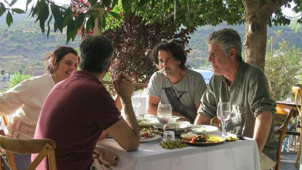 Anthony Bourdain dining in Israel