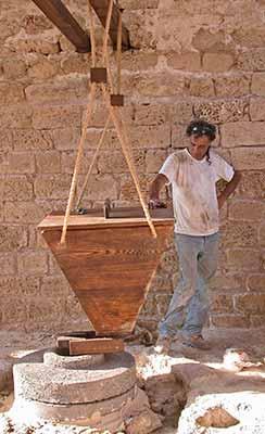 Yeshu Dray at Umm el Kanatir http://www.meshamrim.org.il/