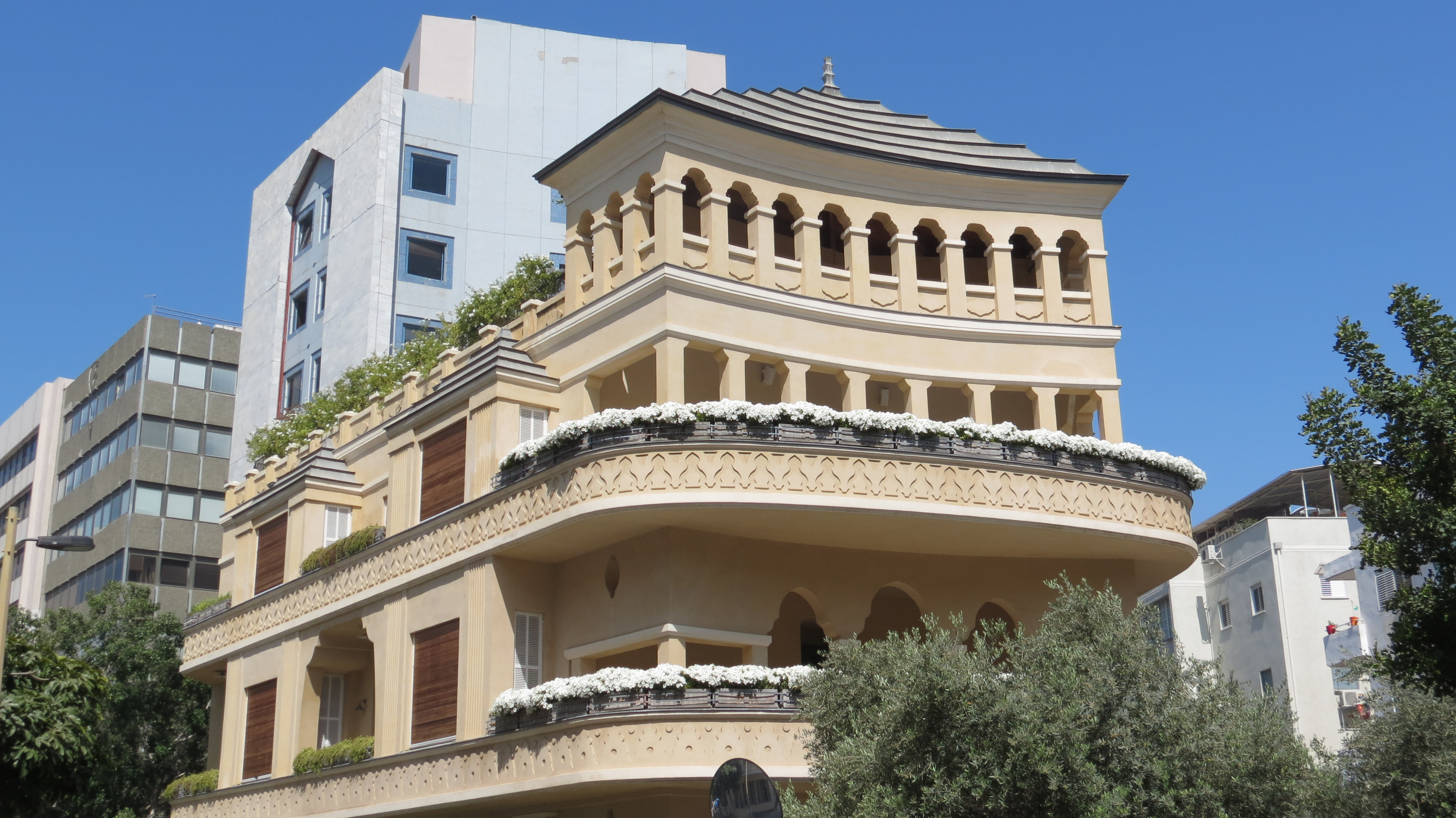Rothschild Boulevard - dream home