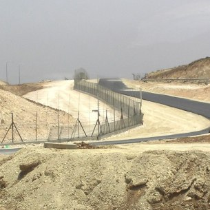 Israeli West Bank Fence – North of Meitar, near the southwest corner of the West Bank, in 2006. Photo: Public Domain