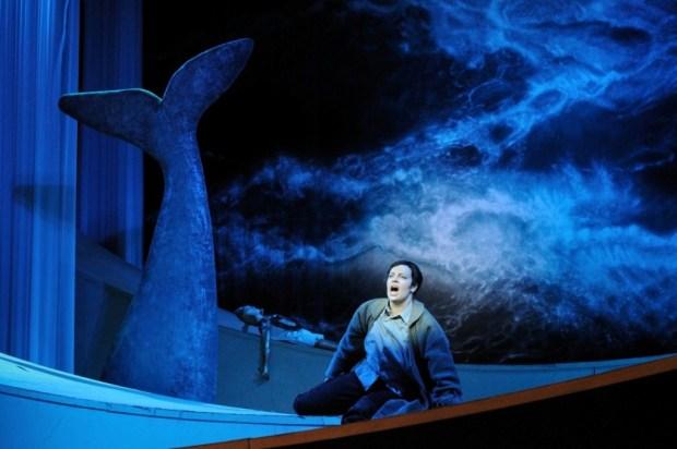 """Моника Эвелин-Лийв в сцене из оперы """"Юлий Цезарь в Егпите """" Генделя в постановке Эстонской Национальной Оперы"""