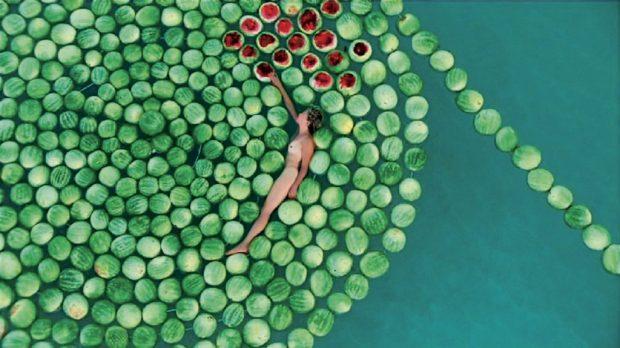 "Кадр из видео Сигалит Ландау ""Мертвое море"". Фото: Амнон Злайет."