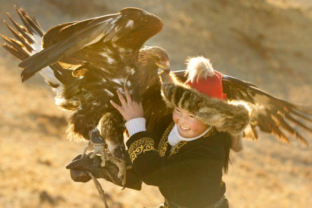 """Кадр из фильма """"Охотница за золотистым орлом"""""""