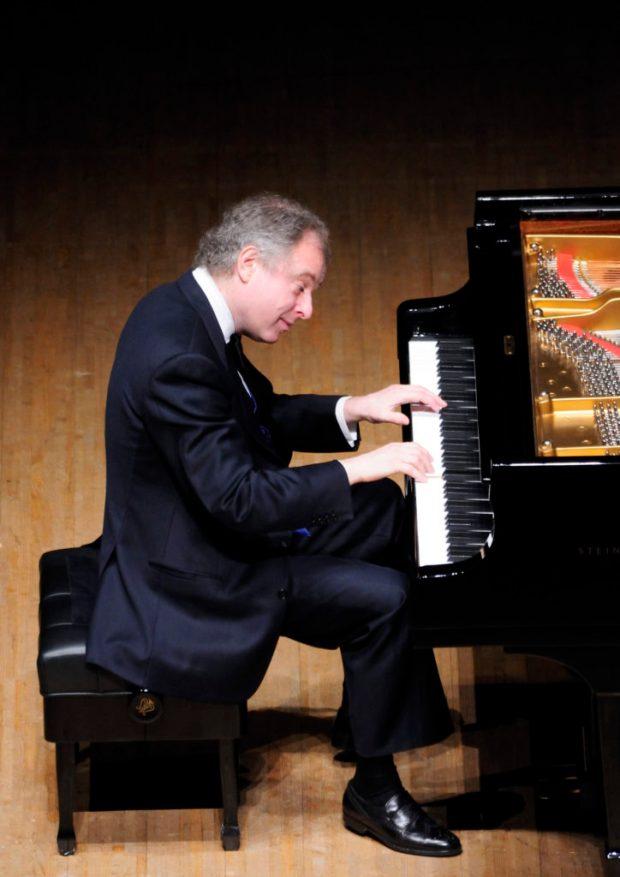Пианист Андраш Шиф. Фото: Yutaka Suzuki