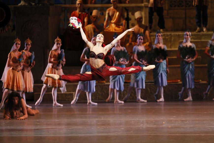 Юлия Степанова в роли Никии в балете Баядерка - фото Дамир Юсупов