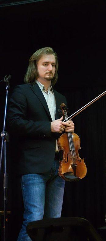 Скрипач Сергей Поспелов. Фото - © Георгий Столяров.