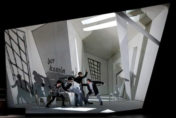 Финал второго акта. Фото -© Ольга Керелюк.  Урал Опера Балет