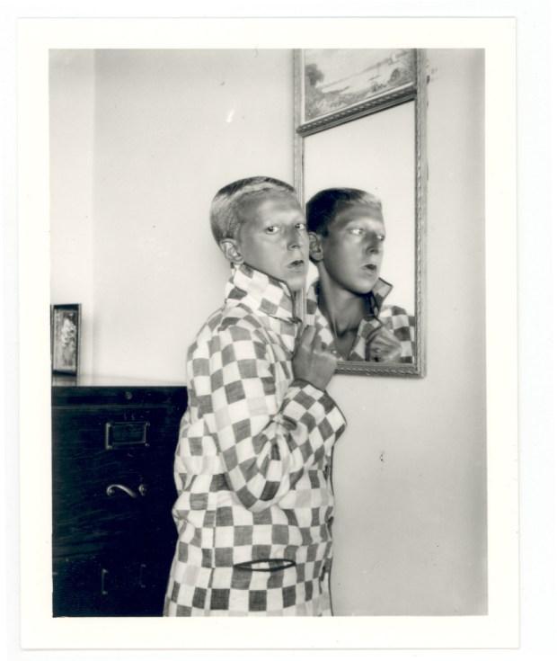 Клод Каон. Автопортрет. Отражение в зеркале в клетчатом жакете. 1928