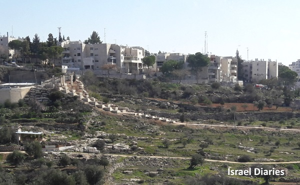 Steps from Kiryat Arba to Hebron
