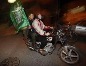 celebrating-palestinians3.jpg