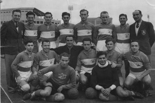 Members of the Maccabi delegation of the Palestine/Eretz Australian Touring Team take the time to pose for photographers, 10 July 1939; back row (no.65): G.Arazi (Manager), S.Ginzburg, Zvi Fooks, A.Schneiderwiese, Peri Neufeld, S.Viner, Gaul Machlis, Egon Polak (Coach/Treasurer), 2nd row: A.Alembik, Avraham Reznik (captain), Menahem Mirimovitch, L.Werner, J.Greenberg, J.Lieberman, front row: J.Sidi, B.Mizrahi (photo Creative Commons)