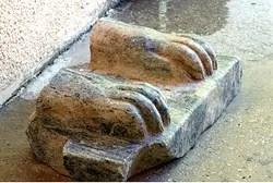 Sphinx's feet