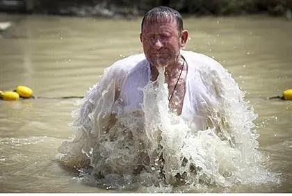 Batismo cristão no Rio Jordan