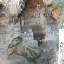 Нахаль-Меарот. Схема раскопов разных культурных слоёв в пещере Табун. Фото: Wikipedia, Reuven Yeshurun