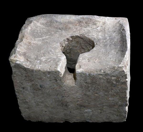Фотография Клара Амит: каменный стульчак