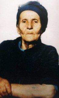 «Тетя Нина умерла рано. Она сильно болела, у нее была отбита стопа, вся спина в шрамах. Мама никак не могла простить ей, что она тогда бежала со мной из дома»
