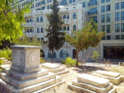 Богатое надгробие