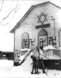 """""""Украшение"""" синагоги. 1938 год"""