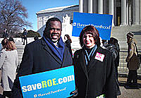 Gloria Feldt and Albert Wynn at a 2003 rally for Roe v. Wade