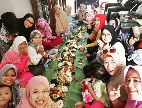Pesan Nasi liwet alas daun pisang di Jakarta Utara