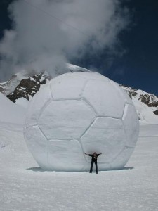 Minge de fotbal gigant