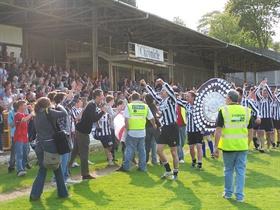 Bucurie Bath City dupa promovarea din Southern League 2007