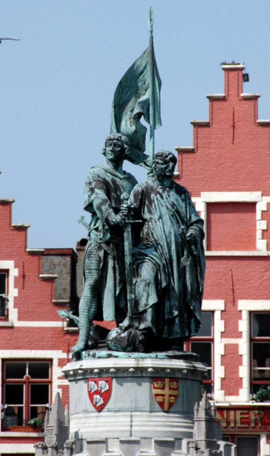 Statue_of_Jan_Breydel_&_Pieter_de_Coninck,_Bruges