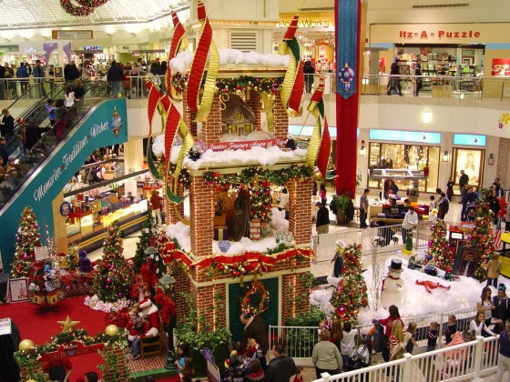 cleveland-strongsville-ohio-christmas-holiday-mall-shopping-santa-copyright-placesintown