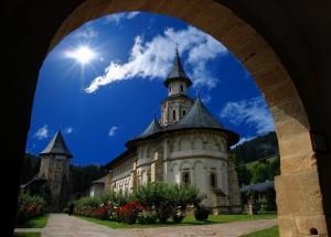 Manastirea-Putna-300x215.jpg
