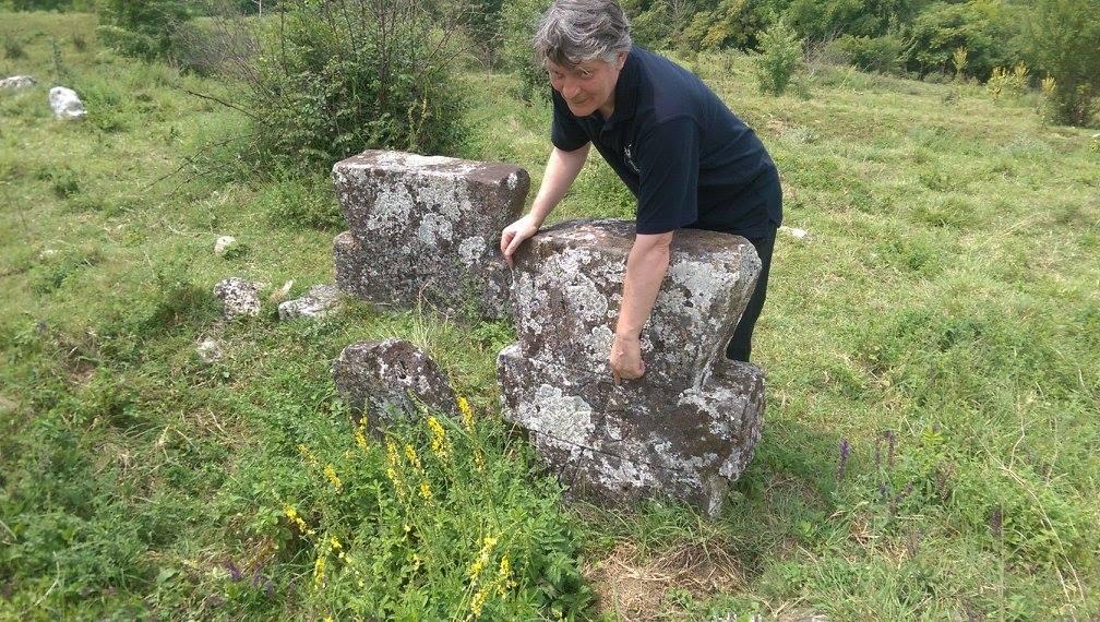 Cimitirul templier abandonat de la Nisovo, Bulgaria