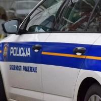 BRTONIGLA: 55-godišnjakinja nepropisno parkirala, pa vrijeđala i fizički napala policajca