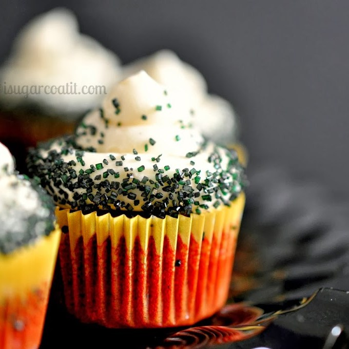 Halloween Red Velvet Mini Cupcakes & DIY Skull Toppers