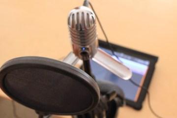 In Verbindung mit einem Poppschutz klingt das Meteor Mic bei Gesangsaufnahmen eine Klasse besser