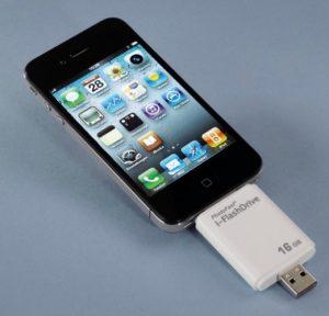 Auf dem i-Flashdrive belangen via USB Daten auf dem Speicherstick und von dort auf iPhone, iPad und iPod touch