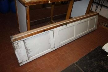 2. Immagini della ristrutturazione di una serie di infissi in castagno con applicazione vetro camera