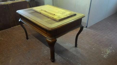 Restauro di un tavolo in noce massello