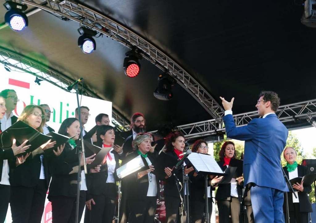Il coro italiano in Spagna durante la manifestazione Passione Italia 2019.