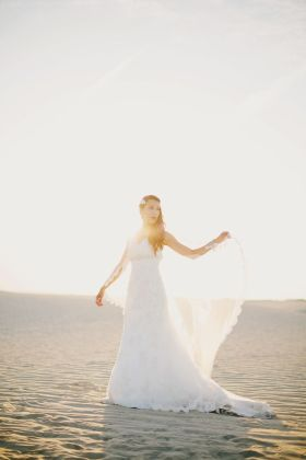 Beautiful Wedding dresses see bridal style photos A-line, Princess, Sheath, Empire , Strapless or Lace Wedding Dresses. We've rounded wedding dresses photos,lace wedding dresses