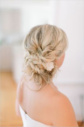 Beach wedding hair ideaswedding hairstyles beach weddingbeach wedding hair ideasbeach wedding hairdosbeach wedding hairstyles bridesmaid junglespirit Images