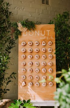 25 Wedding Donuts - a fun alternative wedding dessert Ideas - Donut wall , Donut Dessert Table, Wedding Dessert Table #weddingdonuts #donutwedding #wedding #weddingdessert