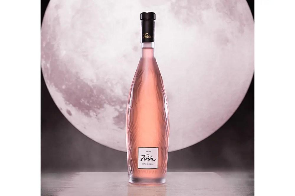 L'elegante bottiglia di Furia di Calafuria Rosato Igt Salento Tormaresca Furia di Calafuria Appassionato rosato di Puglia