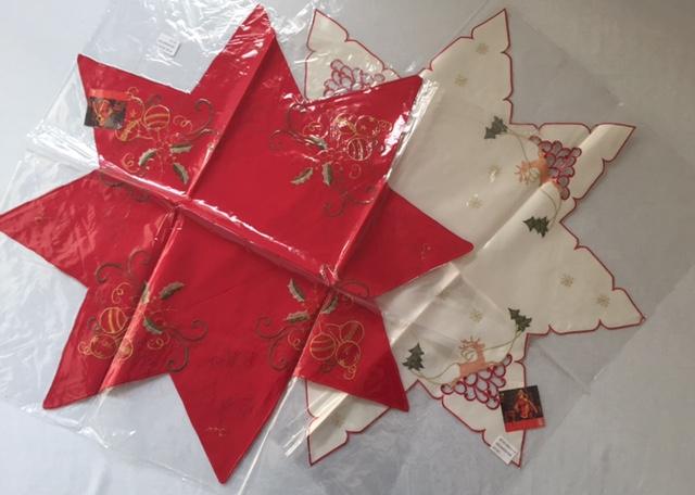 Centrotavola Stella Di Natale.1 8320 Centrotavola A Stella Di Natale 85x85 In Disegni Assortiti