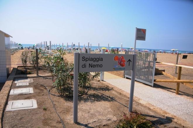 Spiaggia di nemo jesolo diventa a misura di disabile italiaccessibile - Letto disabili asl ...