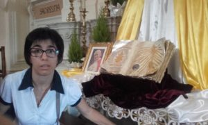 Maria Stella Falco reliquie Wojtyla Leuca 300x180 - Esperienze Accessibili di Fede a Santa Maria di Leuca (Le)