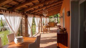 Grote sfeervolle veranda