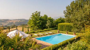 Prive-zwembad met adembenemend uitzicht