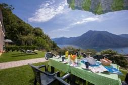Grote prive-tuin met fantastisch uitzicht op het Comomeer