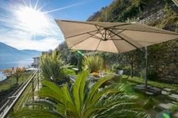 Prive-tuin met uitzicht op het Comomeer