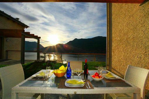 Prive-terras met mooi utizicht op het Comomeer